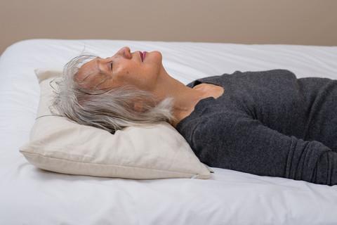 老年人选择枕头,推荐选用荞麦枕