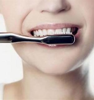 苦荞茶水刷牙美白牙齿