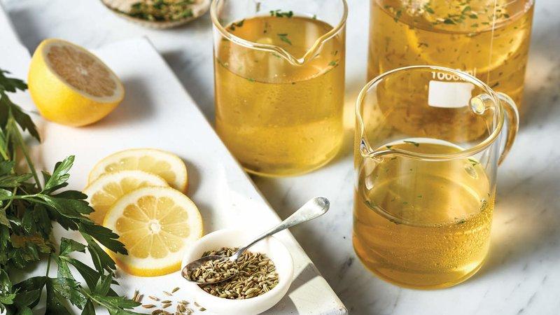 欧芹,茴香和柠檬滋补品