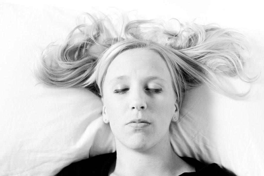 图片[1] 学习如何平躺着睡觉(这并不容易) 苦荞之家